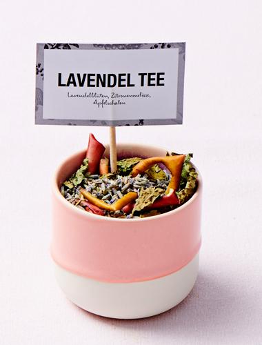 Ceai de roiniță cu flori de lavandă